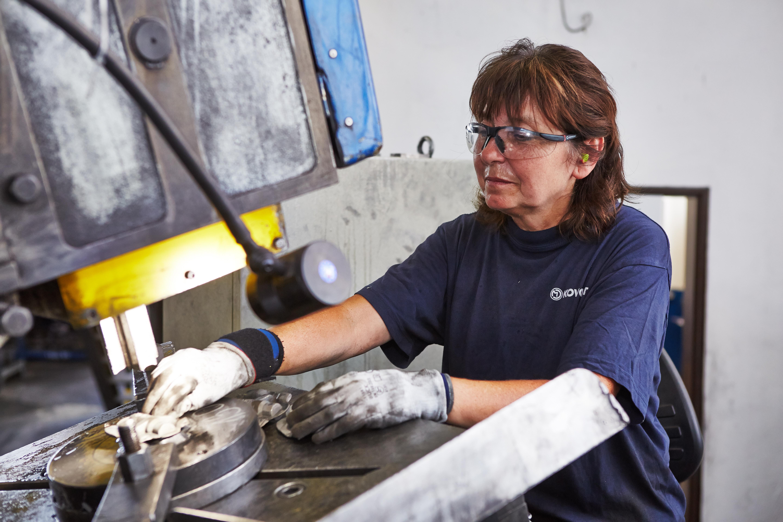 Strojírenský dělník/dělnice v kovárně
